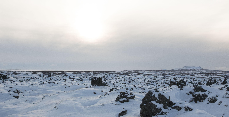 Islande - Péninsule de Snaefellsnes - Champs de lave pétrifiée sous le soleil