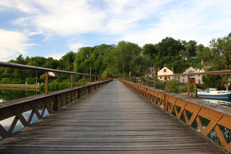 Nemours - Pont en bois et fer