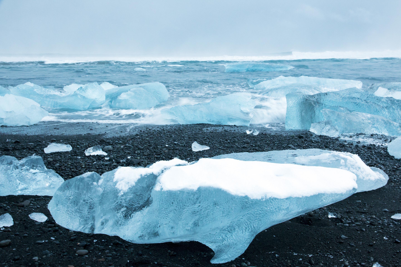 Islande - Jökulsárlón - Plage et glaçon dauphin